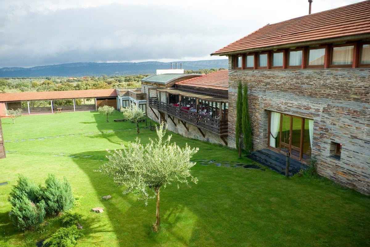Vista exterior de Hospedría de Monfragüe. Foto: Victoria Pantoja | Hospederías.
