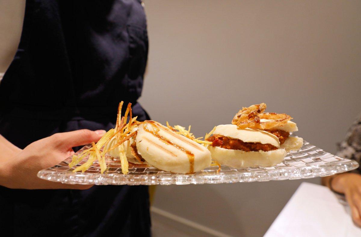 Giro divertido al recetario valenciano: el pepito de 'titaina' y el mollete de papada, 'mozzarella' y trufa.