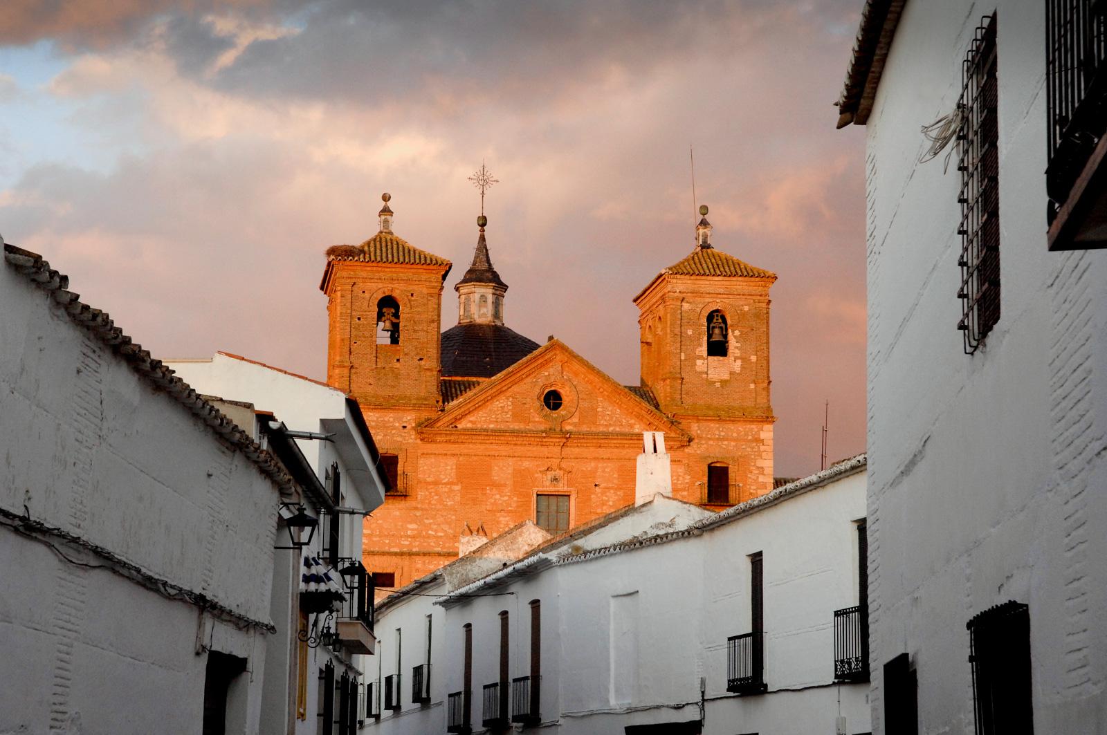 La refulgente iglesia de San Bartolomé. Foto: Manuel Ruiz Toribio.