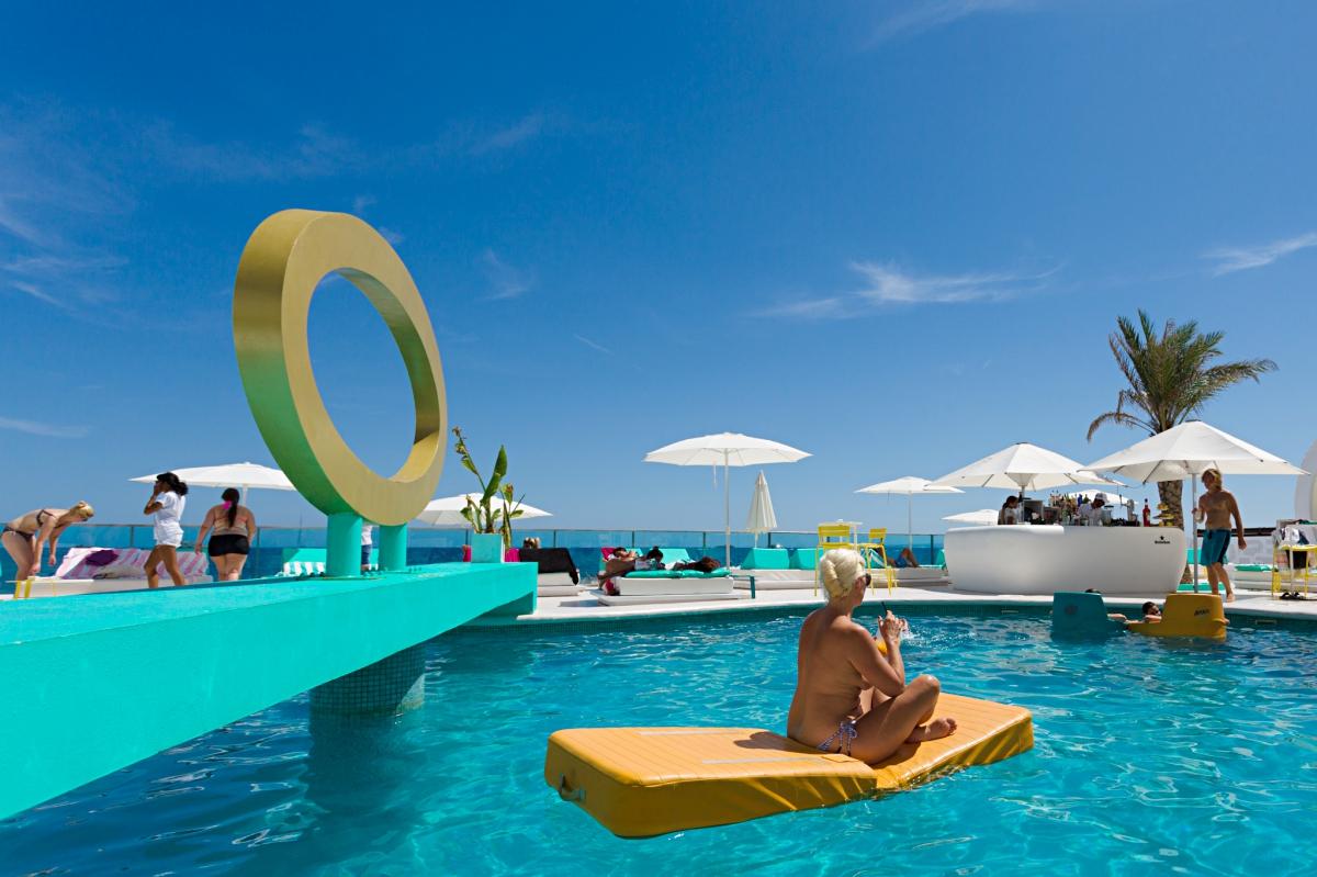 Piscina del Hotel Santos (Ibiza).