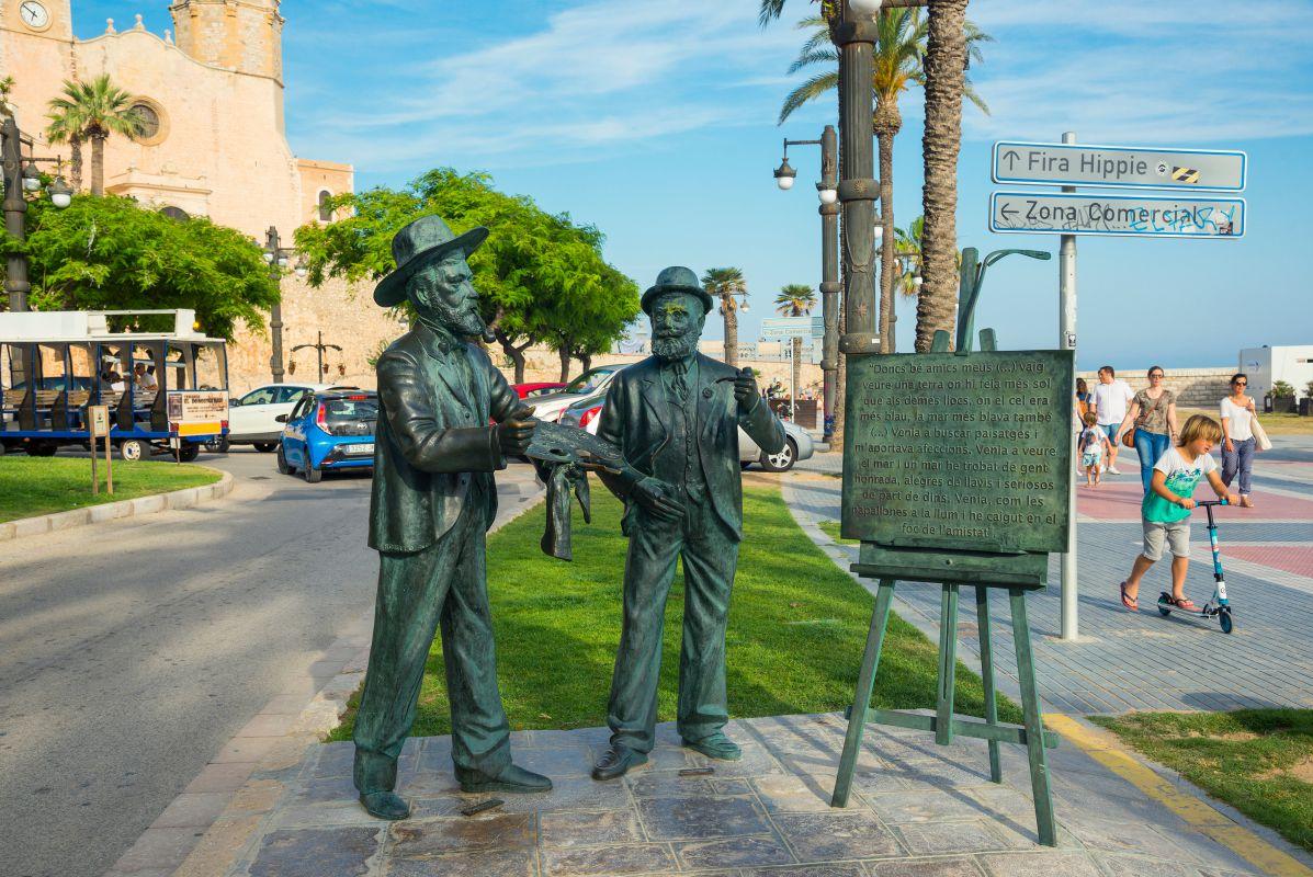 Estatua de Santiago Rusiñol y Ramón Casas en Sitges, Barcelona. Foto: Shutterstock.