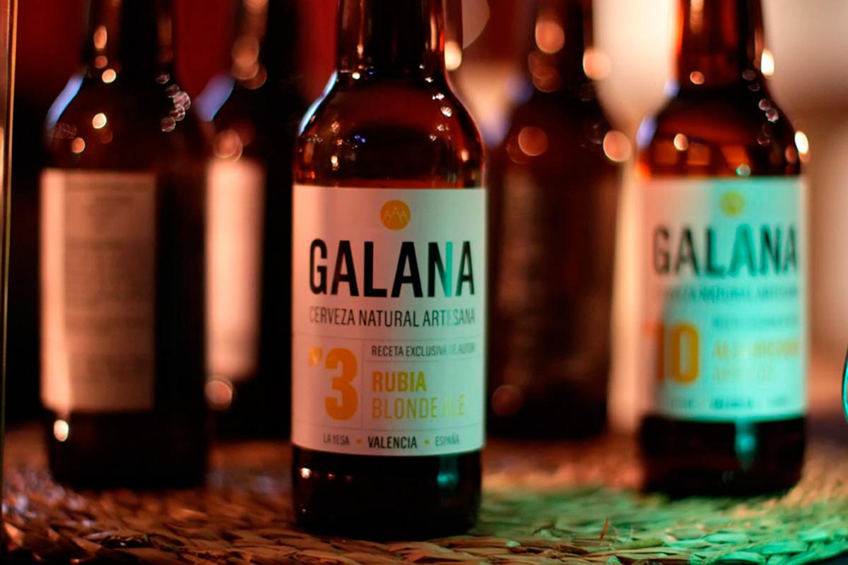 Las cervezas La Galana se sirven en 'La Finca de Susi Díaz'. Foto: Uranes Films.