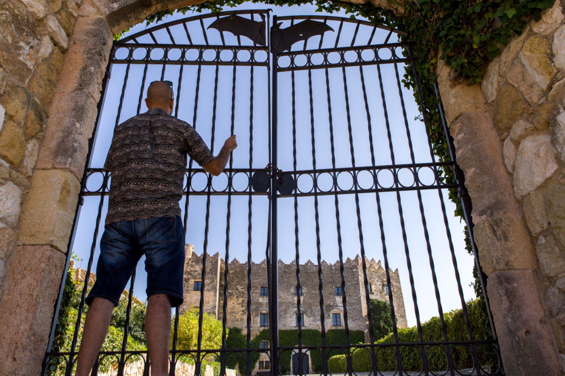 El 'castell del Montserrat', fue más una fortaleza que una residencia, y está cerrado al público por ser propiedad privada.