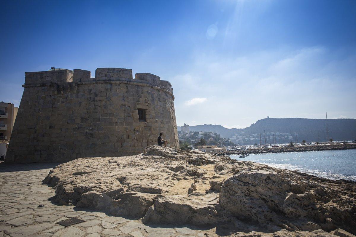 Para descansar de la playa, un paseo por las fortalezas de Moraira, en Cap d'Or.