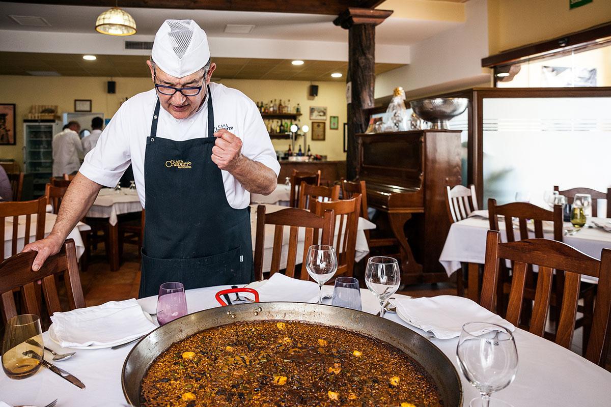 El chef arrocero José Luis Chaparro recibe en su restaurante: 'Casa Chaparro'.