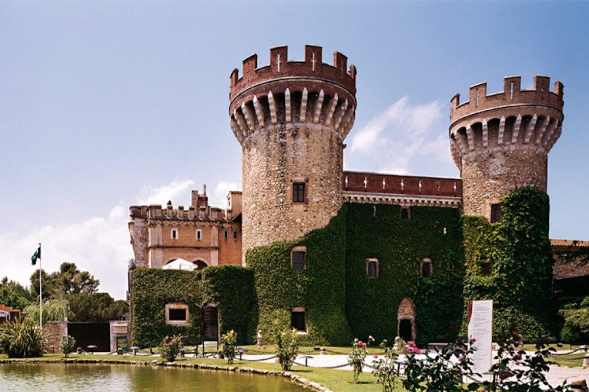 Fachada principal del Castillo de Peralada.