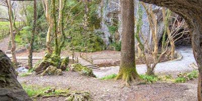 Vista del exterior desde la cueva de los Aquelarres