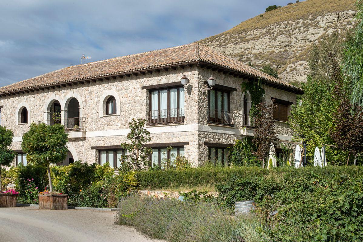 En la finca José Cabrera produce también aceite y vino.