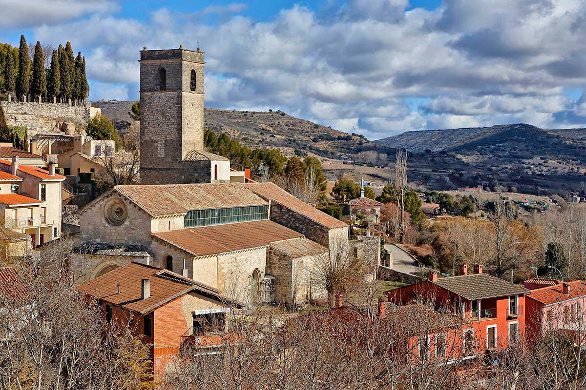 El pueblo se encuentra a poco menos de 90 kilómetros de Madrid.