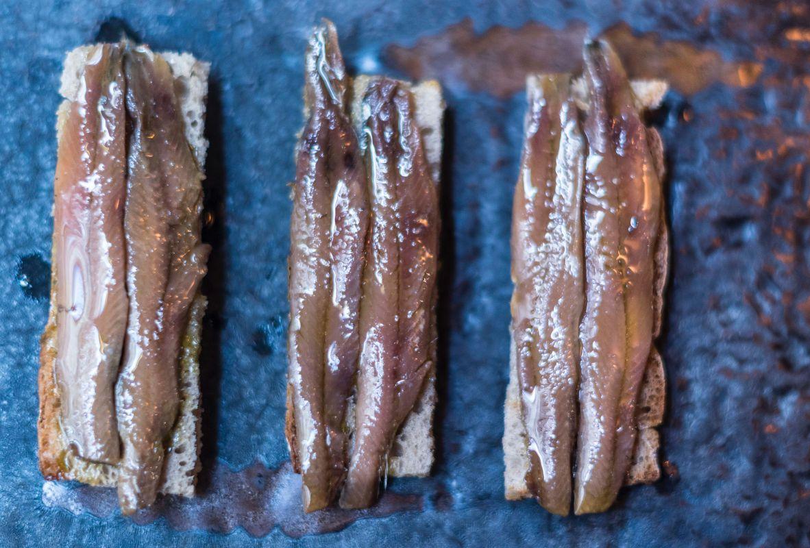 Anchoas de Santoña desaladas en aceite.