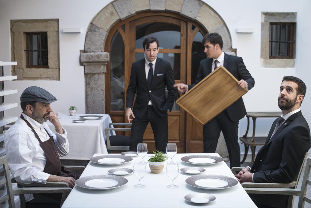 Jesús Sánchez y Aratz Mendieta testando las nuevas mesas