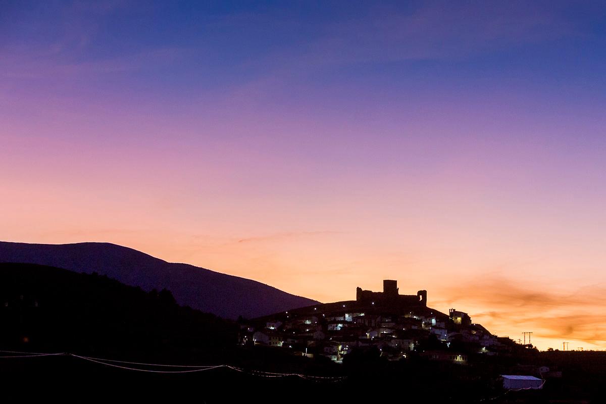 Trasmoz: Silueta del pueblo al caer la noche. Foto: Ferrán Mallol