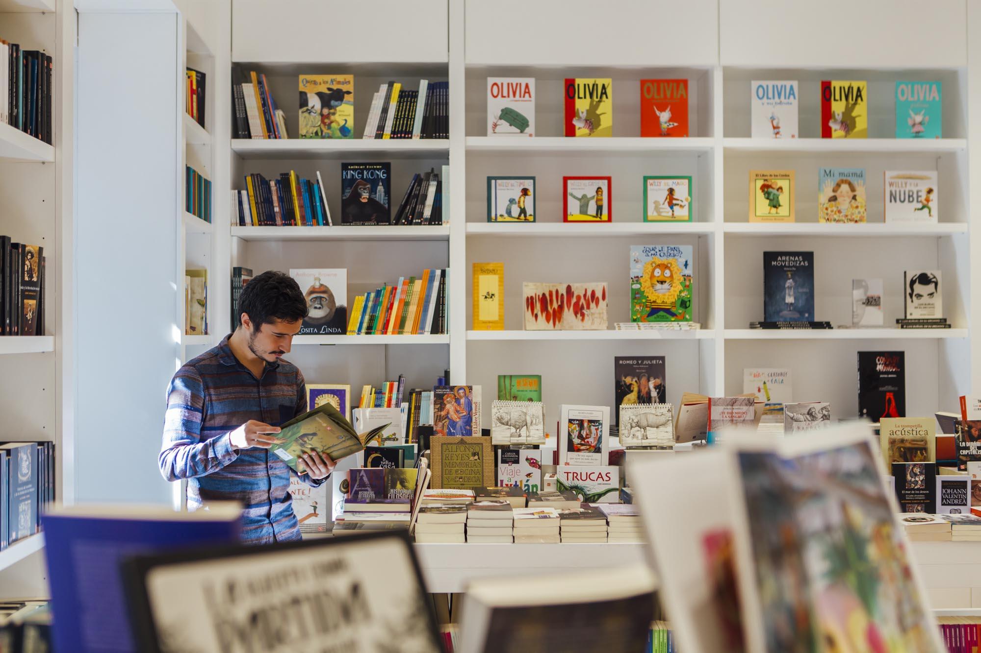 La librería del Fondo de Cultura Económica, especializada en títulos en español de ciencias y humanidades.