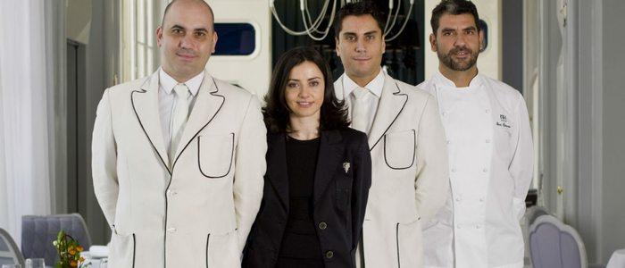 Maria José Huertas con Paco Roncero y el resto del equipo de La Terraza del Casino.