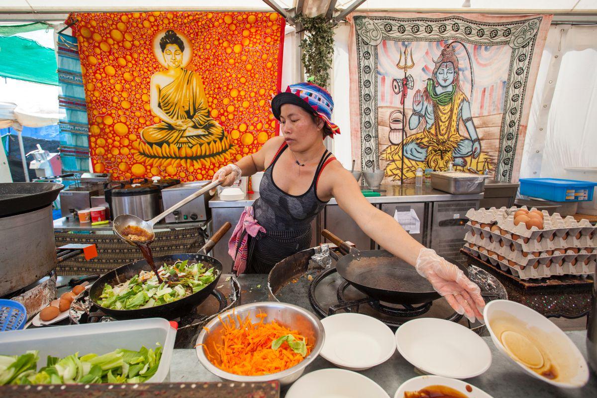 Un puesto de cocina tailandensa en el festival de música Rototom Sunsplash, en Benicásim. Foto: Rototom Sunsplash.