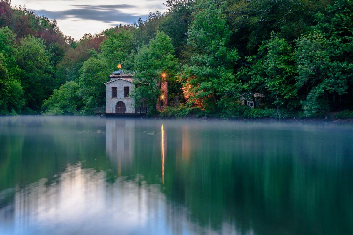 Uno de los lagos de Santa Fe de Montseny. Foto: shutterstock