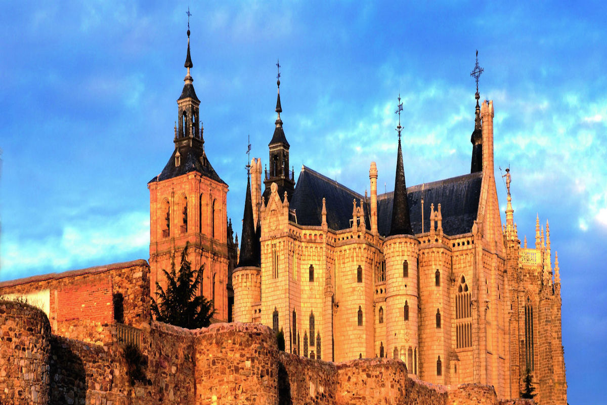Palacio episcopal y catedral de Astorga.