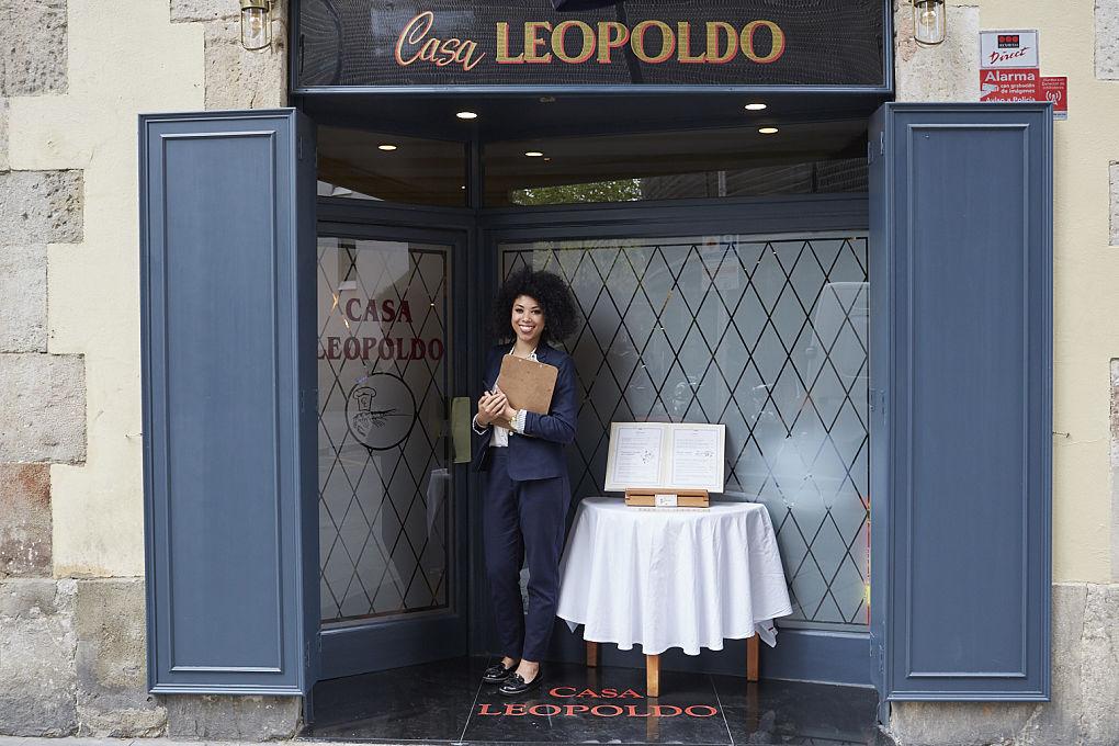 Bienvenidos a 'Casa Leopoldo', un restaurante muy bueno en muchas cosas.