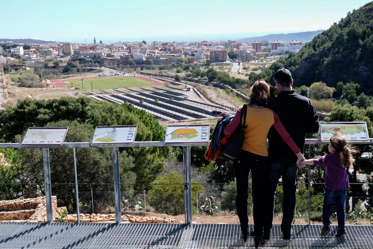Vistas del pueblo La Vall D'Uxió desde el poblado íbero, que se encuentra justo en la cima del cerro San José.