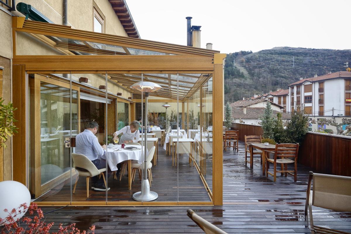 Hotel Echaurren. Terraza de zona de desayunos