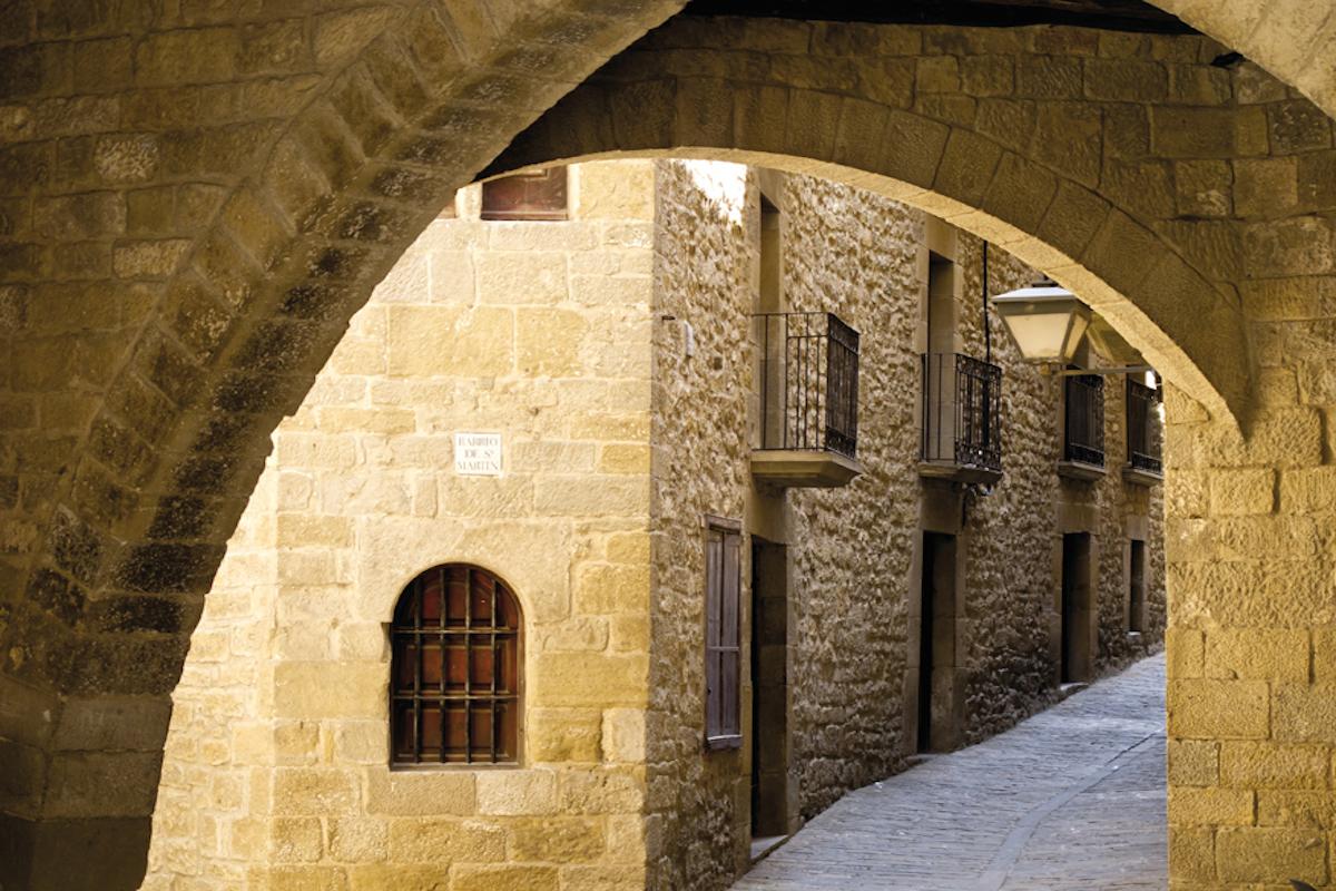 Calle del casco histórico de Sos del Rey Católico.