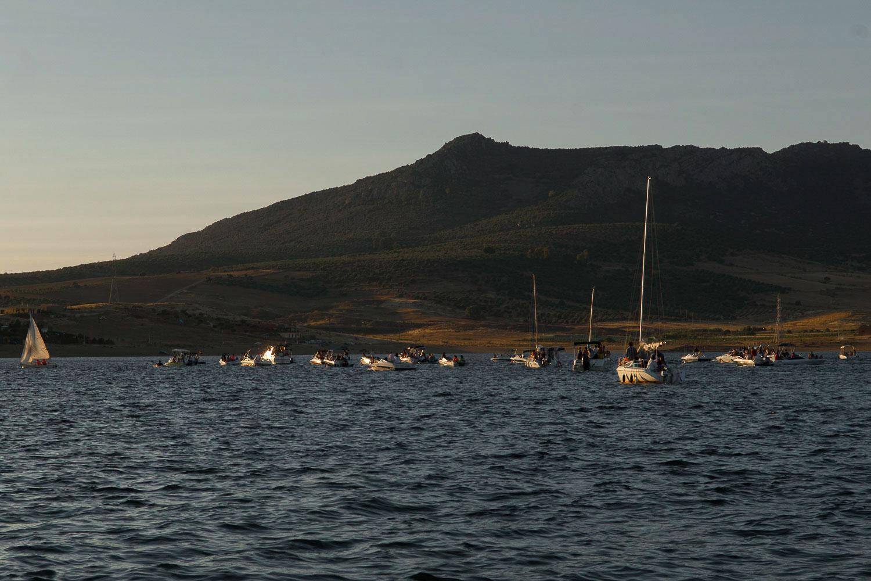 El embalse es conquistado por veleros en verano. Foto: Manuel Ruiz Toribio.