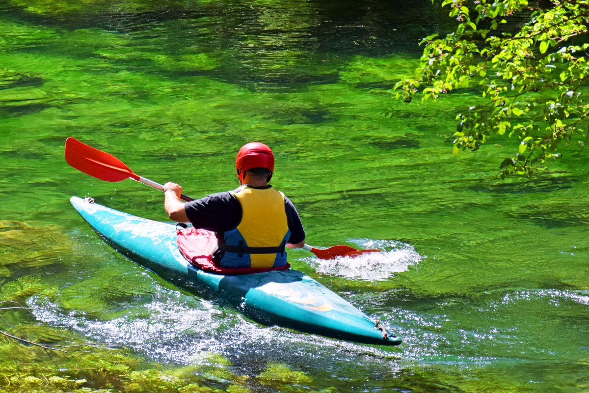 El Alto Tajo es un destino recomendable para el kayak. Foto: Shutterstock.