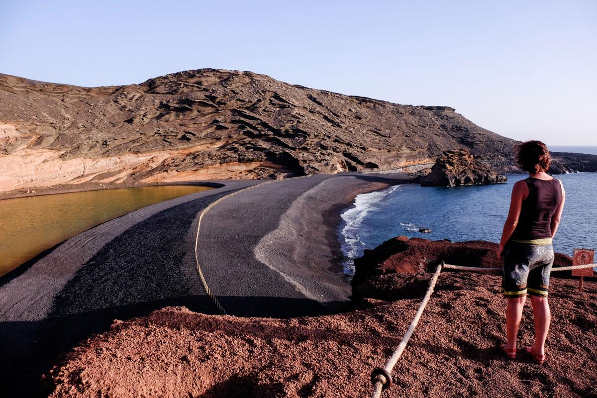 La playa, en la que tantas veces admiró atardeceres el escritor, está cerca de la Laguna Verde.