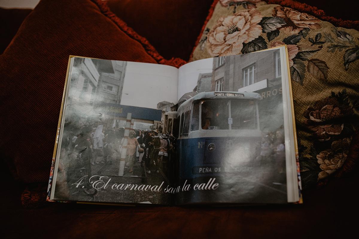 El famoso tranvía que Os de Sempre llevaron a un desfile y que la gente confundía con uno de verdad.
