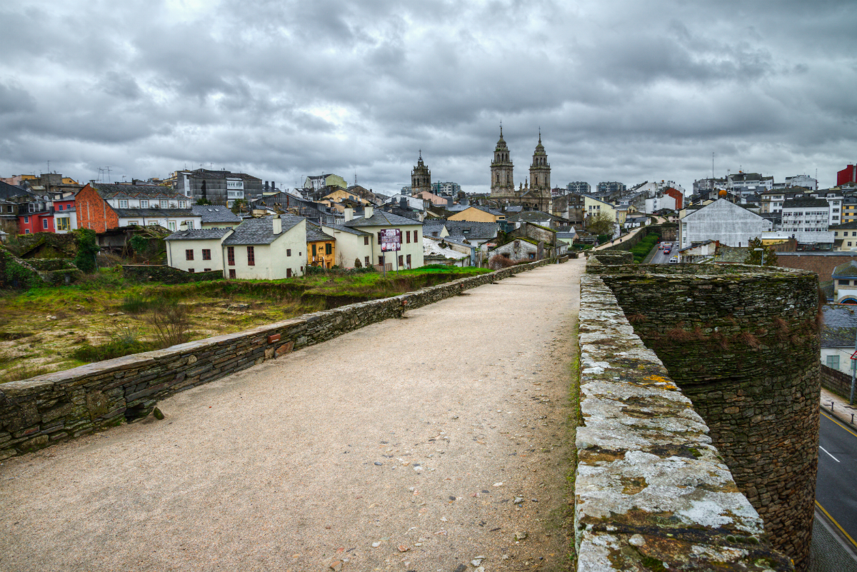 Aprovecha para ver la muralla de Lugo. Foto: Shutterstock.