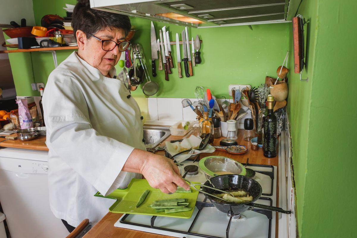 Rosa Tovar preparando los Peixinhos da horta