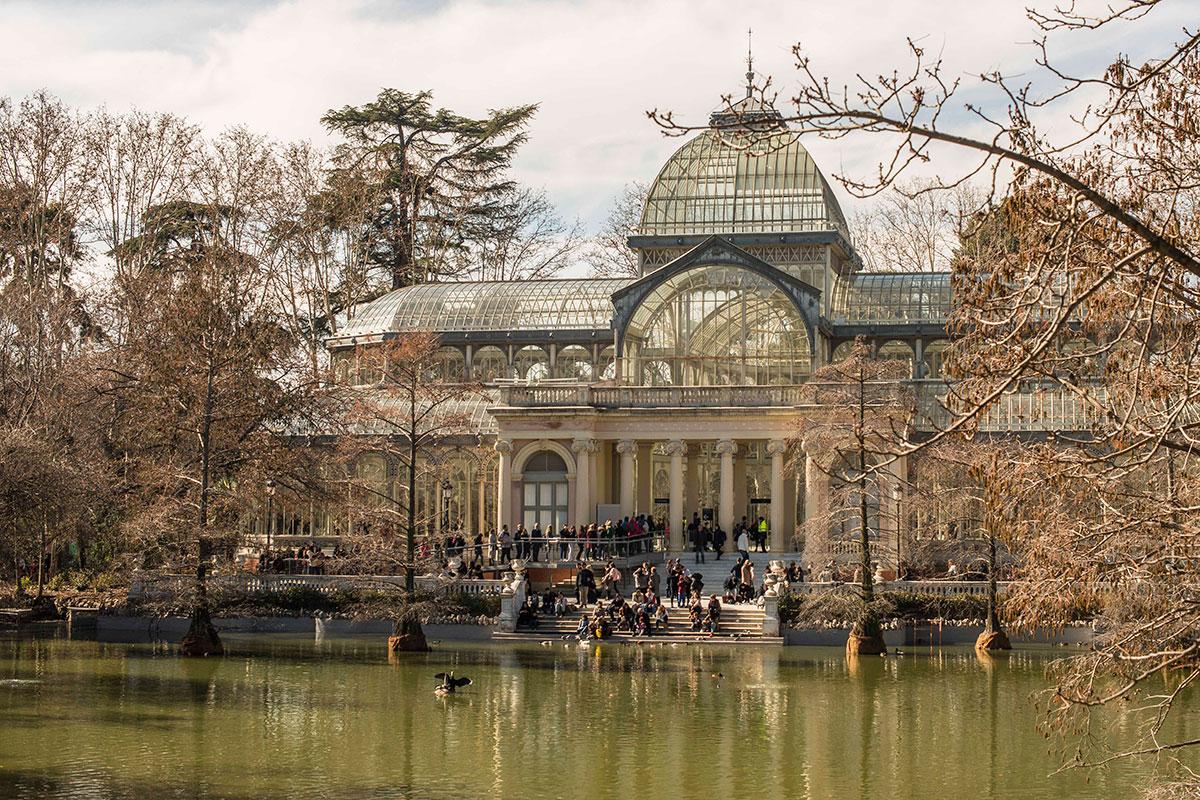 El Palacio de Cristal es el invernadero-estufa más grande del Retiro. Acogió las plantas de Filipinas en la Expo de 1887.