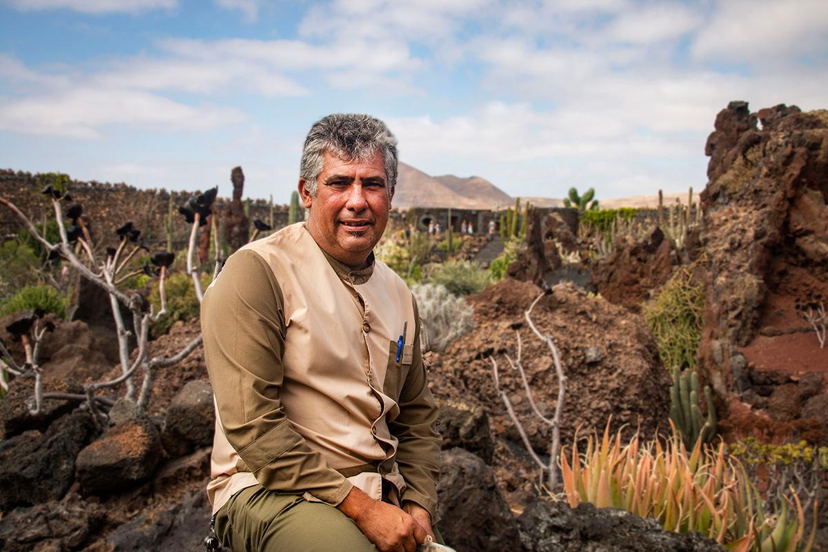 Antonio Martín es el responsable del bienestar de todas las plantas de este jardín.