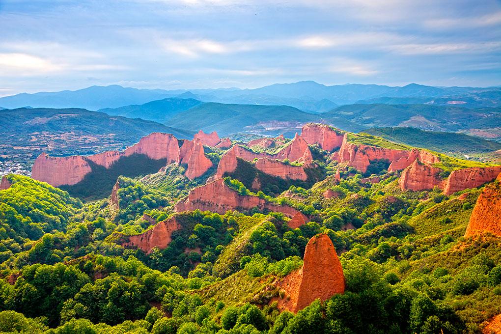 Las Médulas están rodeadas de bosques de castaños. Foto: Shutterstock