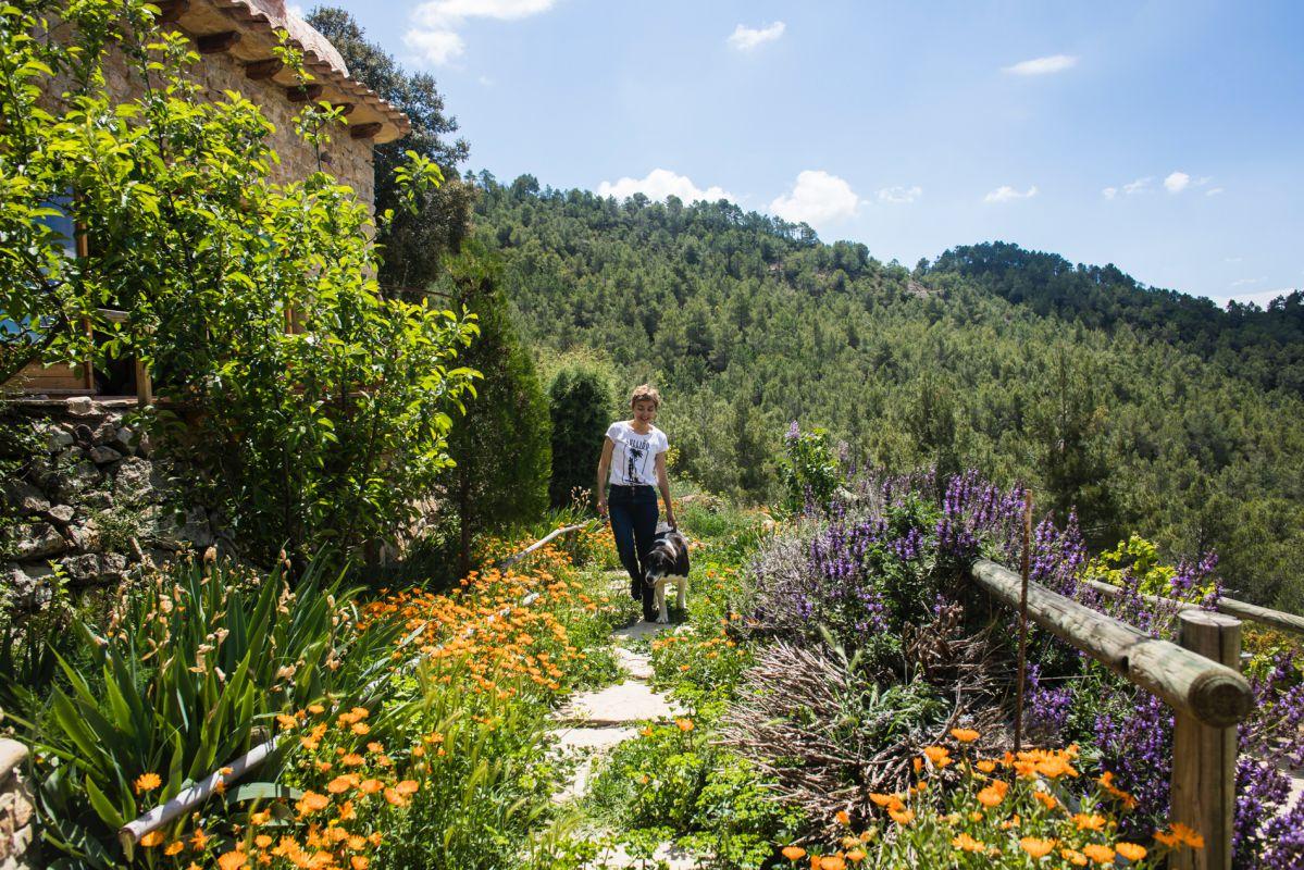 Paseando en los alrededores del alojamiento rural Mar de la Carrasca, en el parque natural de Peñagolosa, Castellón.