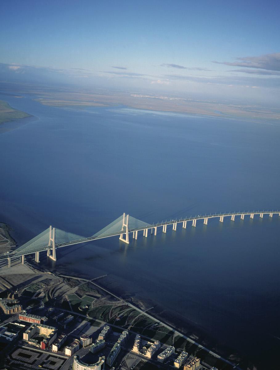 Puente Vasco de Gama. Foto: Turismo de Portugal.