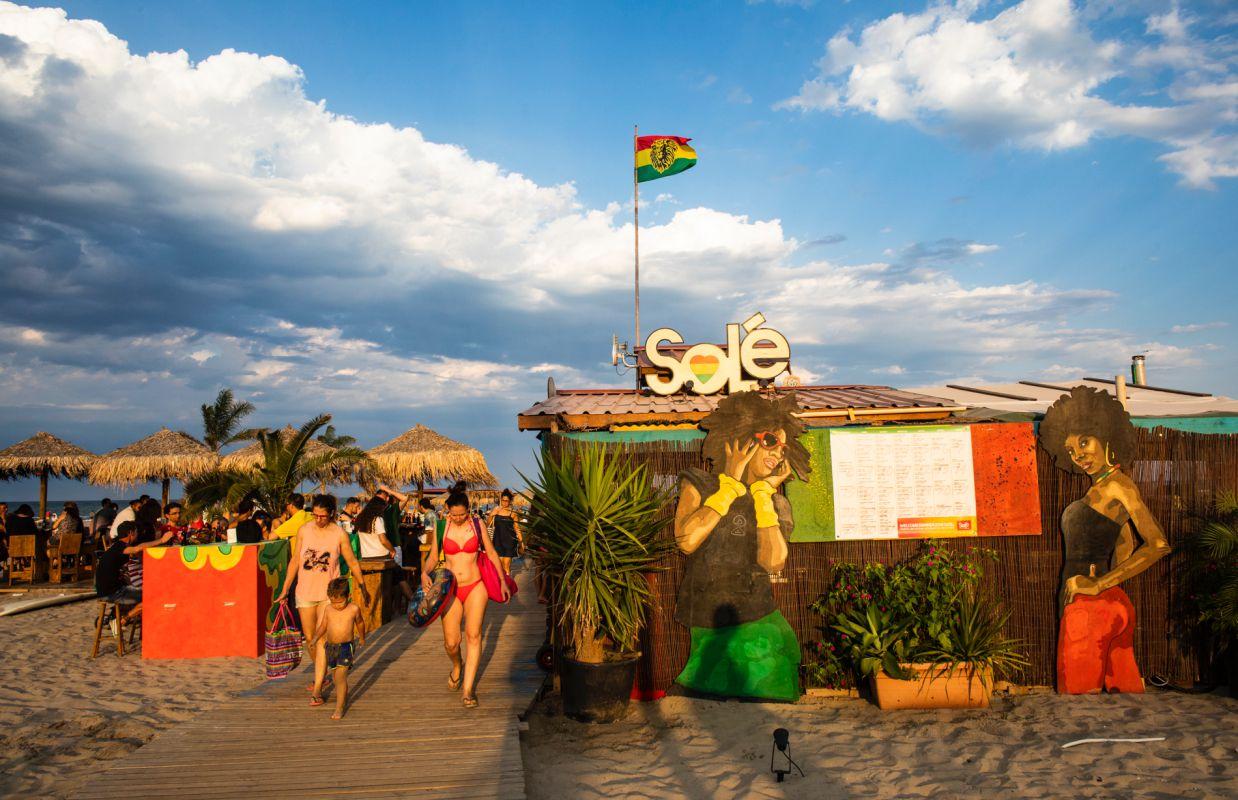 El propio festival de reggae Rototom Splash asume la dirección artística de este chiringuito.