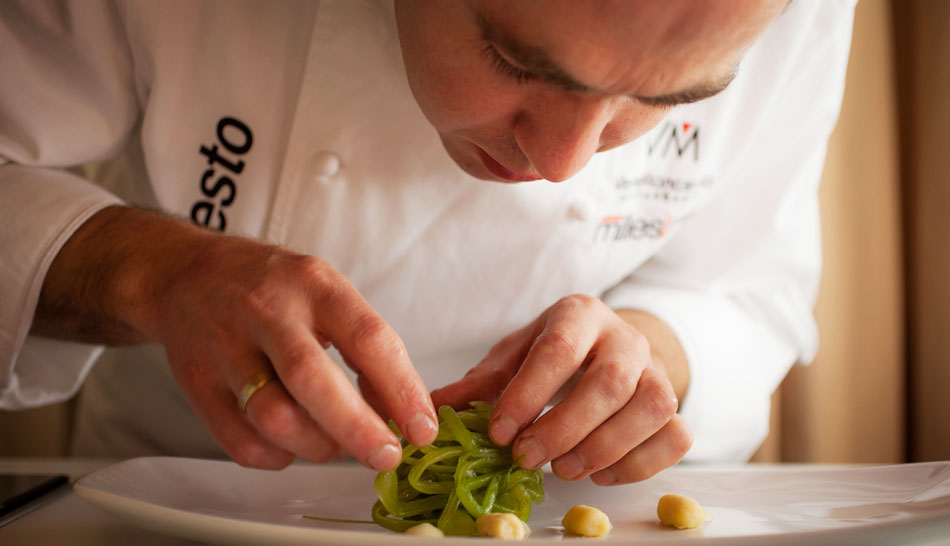 El chef Ignacio Echapresto, manos a la obra. Foto: Venta Moncalvillo.