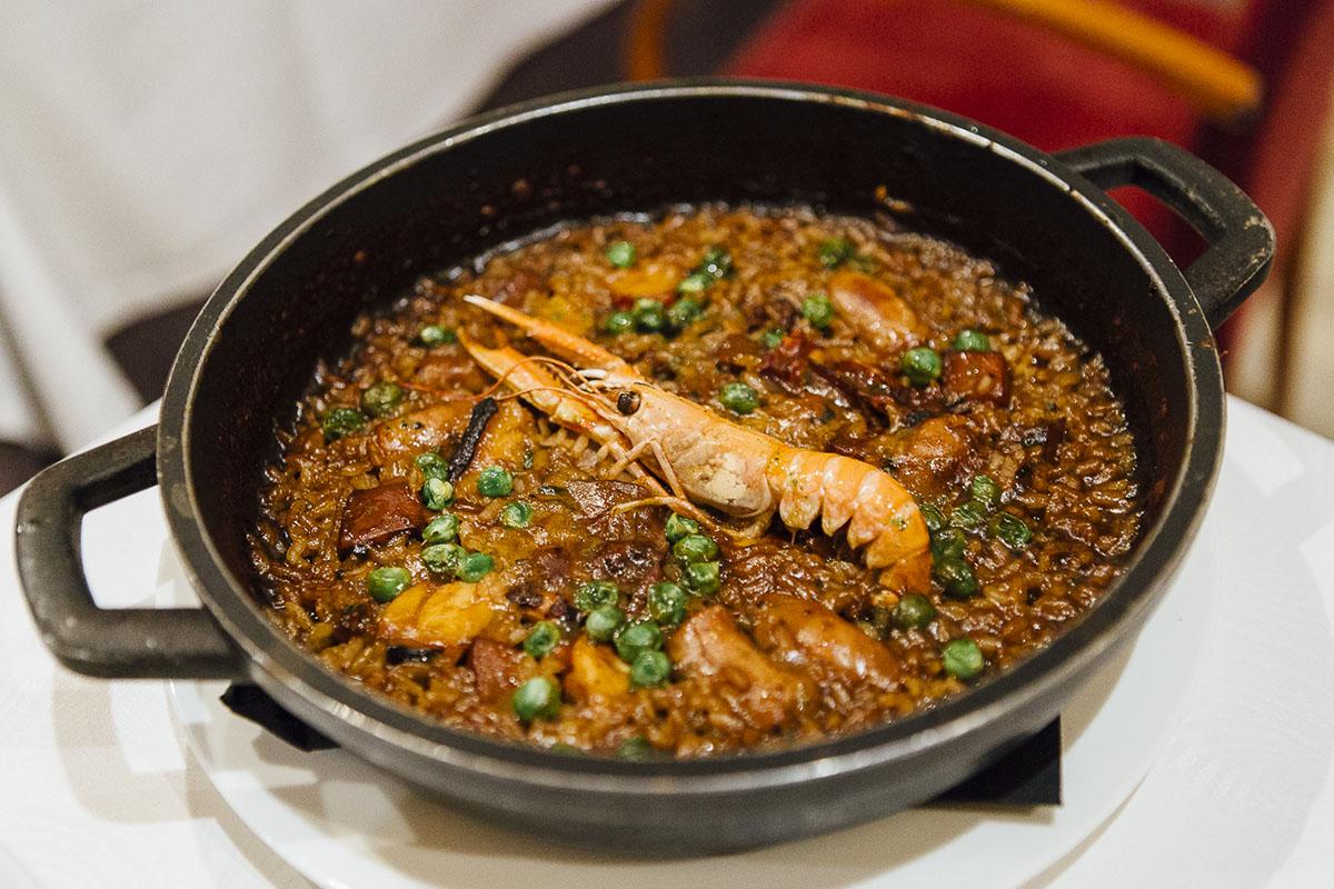 El arroz de Pals a la cazuela, el plato estrella del hotel gastronómico 'Es Portal'.