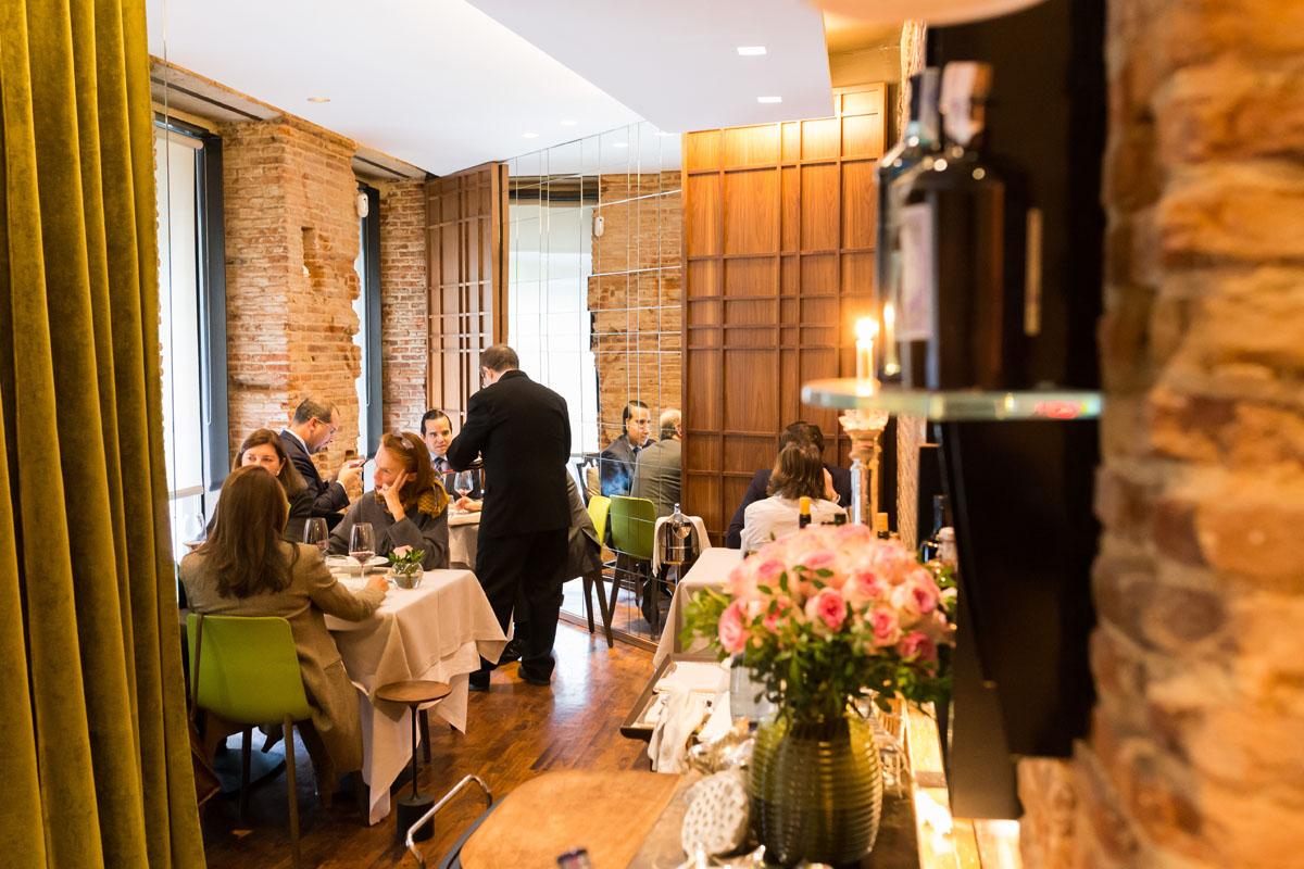 La sala del restaurante es pequeña pero muy acogedora.