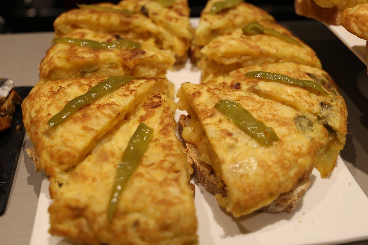 La tortilla del 'Iturrioz'. Para 'cebollófilos' y 'pimentófilos' o para puristas del huevo y la patata.