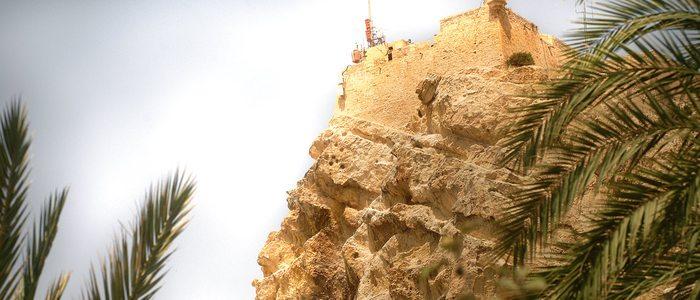 Siluetas de la cara de moro y de mujer cristiana, en el monte Benacantil de Alicante.