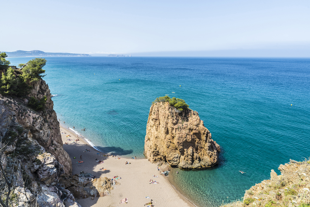 Illa Roja (Girona), playa naturista de renombre internacional. Foto: J2R, Shutterstock.com.