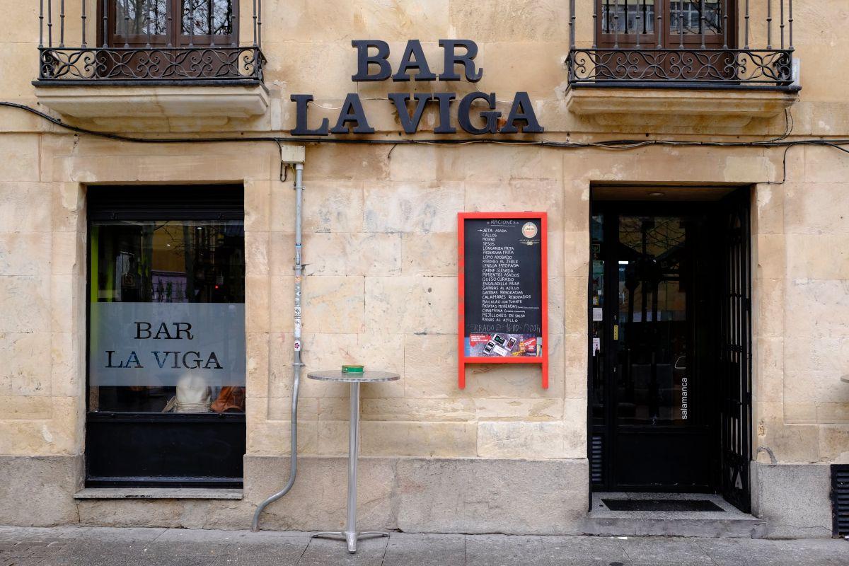 La entrada a este bar que no pasa desapercibido para los charros.