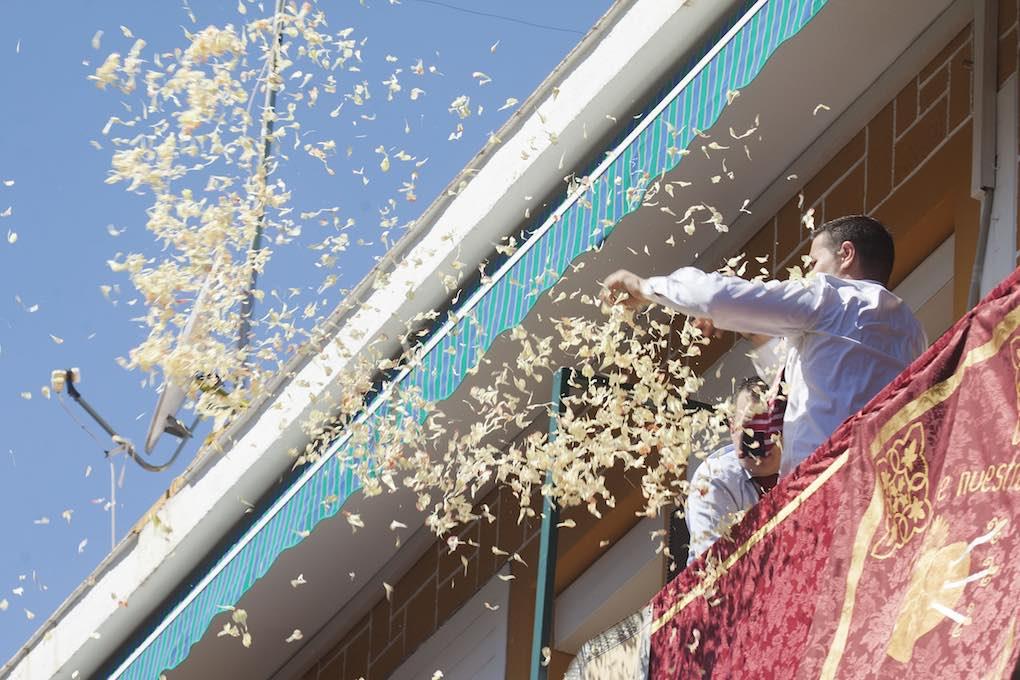 'Petalá' desde un balcón al palio de la Hermandad de los Servitas en el barrio de San Marcos. Foto: Ayto. Sevilla