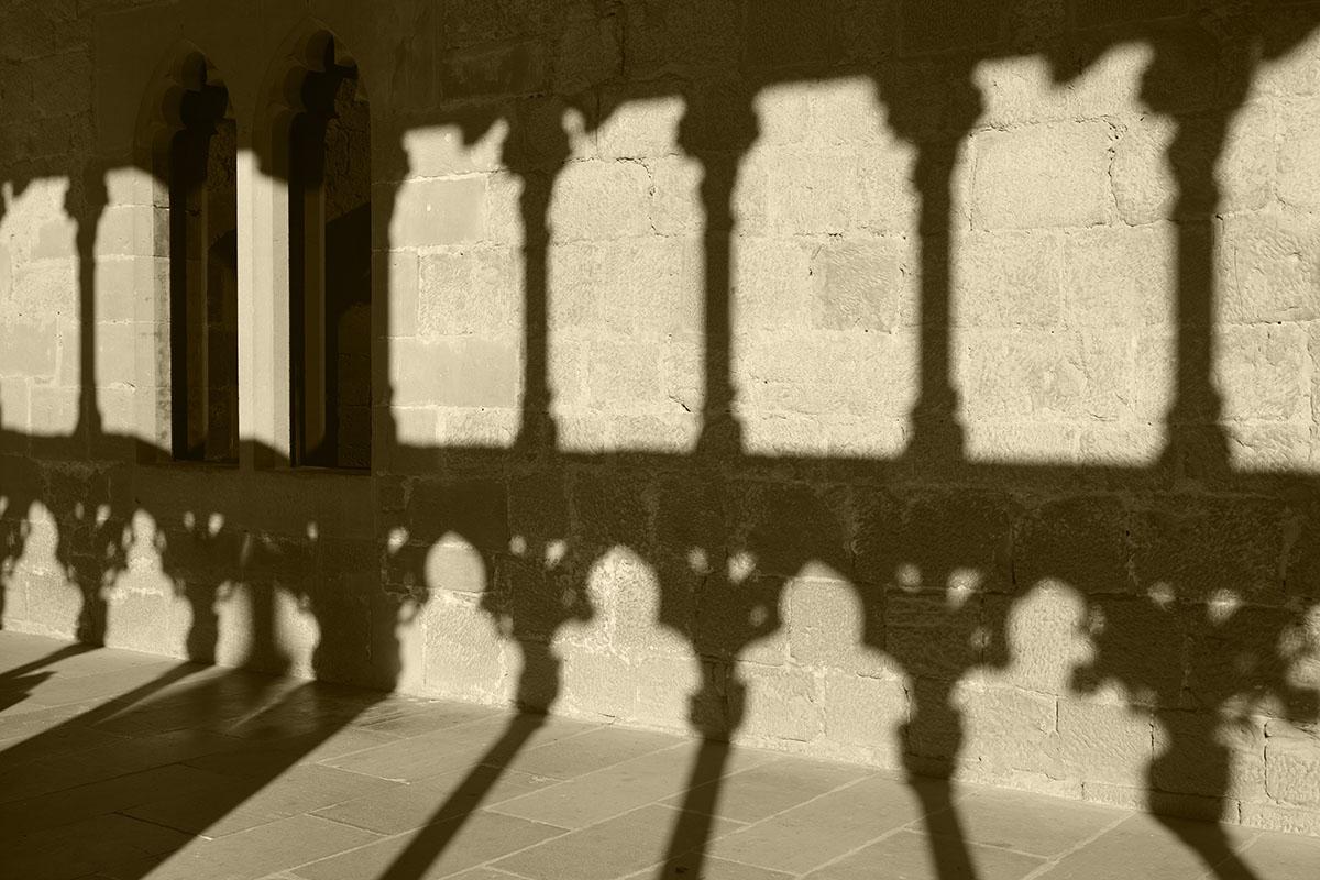 Las sombras recorren los pasillos y salones del palacio de Olite. Foto: Shutterstock