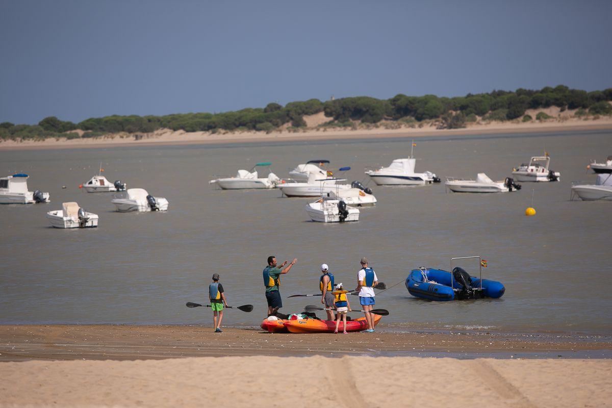Los fuertes vientos del Levante no son problema para hacer deporte en Cádiz.