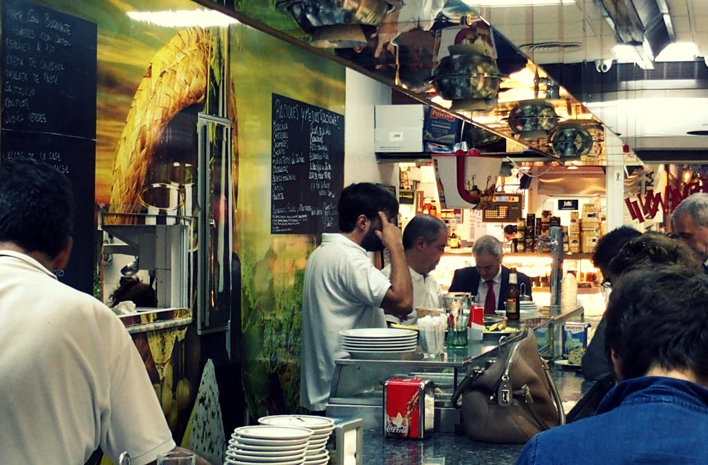 En la barra de Casa Dani también puedes comer de menú.