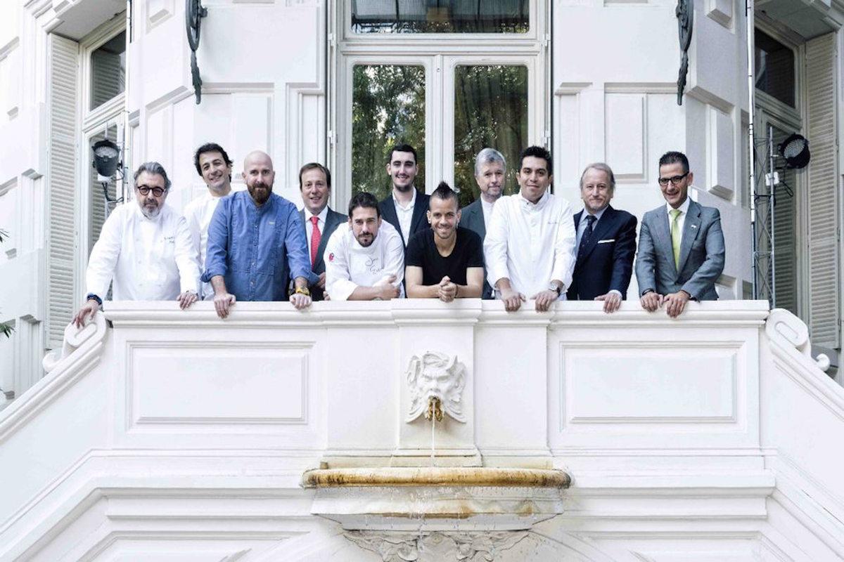 Los felices premiados posan juntos. Foto: Academia Madrileña de Gastronomía.