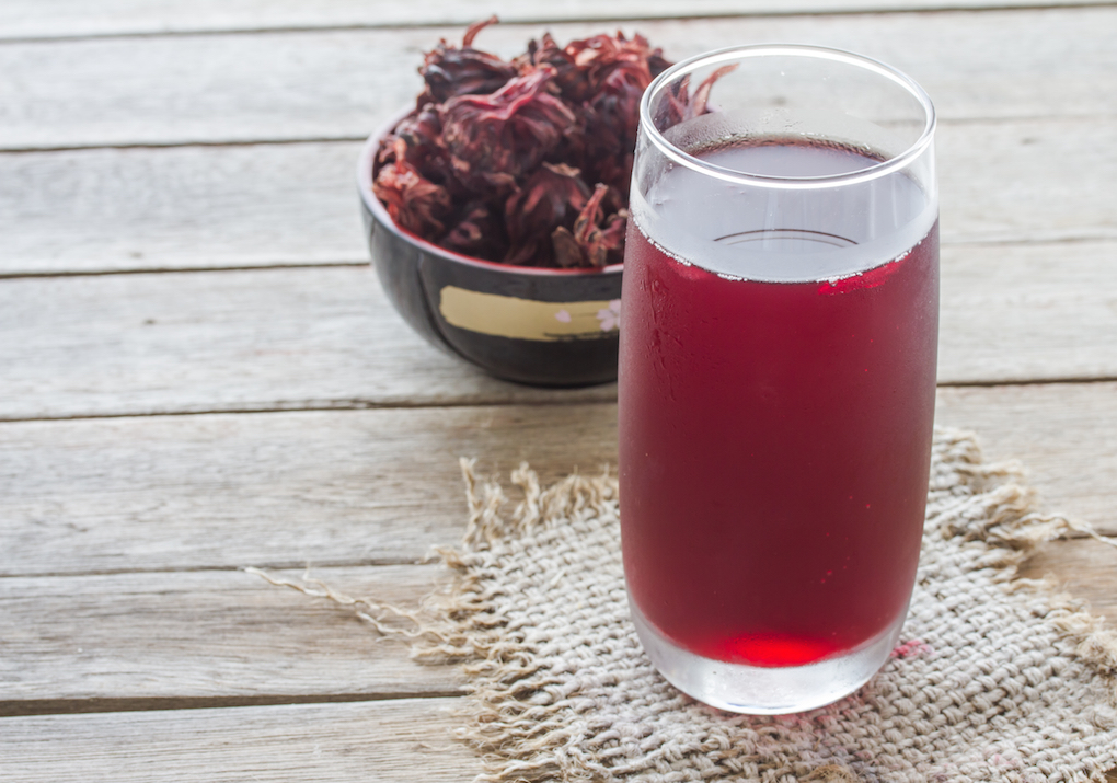 Bebida refrescante a base de jarabe de hibisco. Foto: Shutterstock.